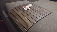 Деревянная накладка- столик на подлокотник из цельных планок дуба.