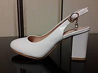 Туфли с открытой пяткой на широком каблуке