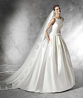 Свадебное платье с длинной фатой