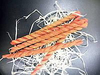 Красная восковая плетенная свеча для ритуала люби