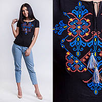 Черная женская футболка с вышивкой Узор синий