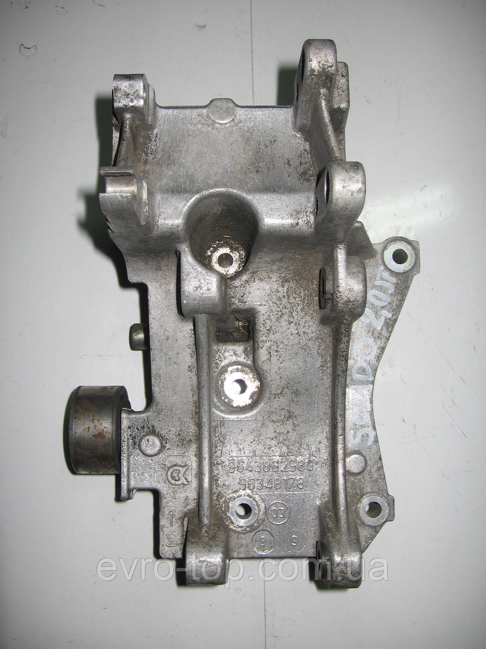 Кронштейн генератора 9643832980 б/у на Fiat Scudo, Citroen Jumper, Peugeot Expert 2.0jtd год 1995-2007