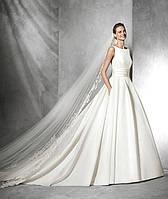 Свадебное платье с пышной юбкой и фатой
