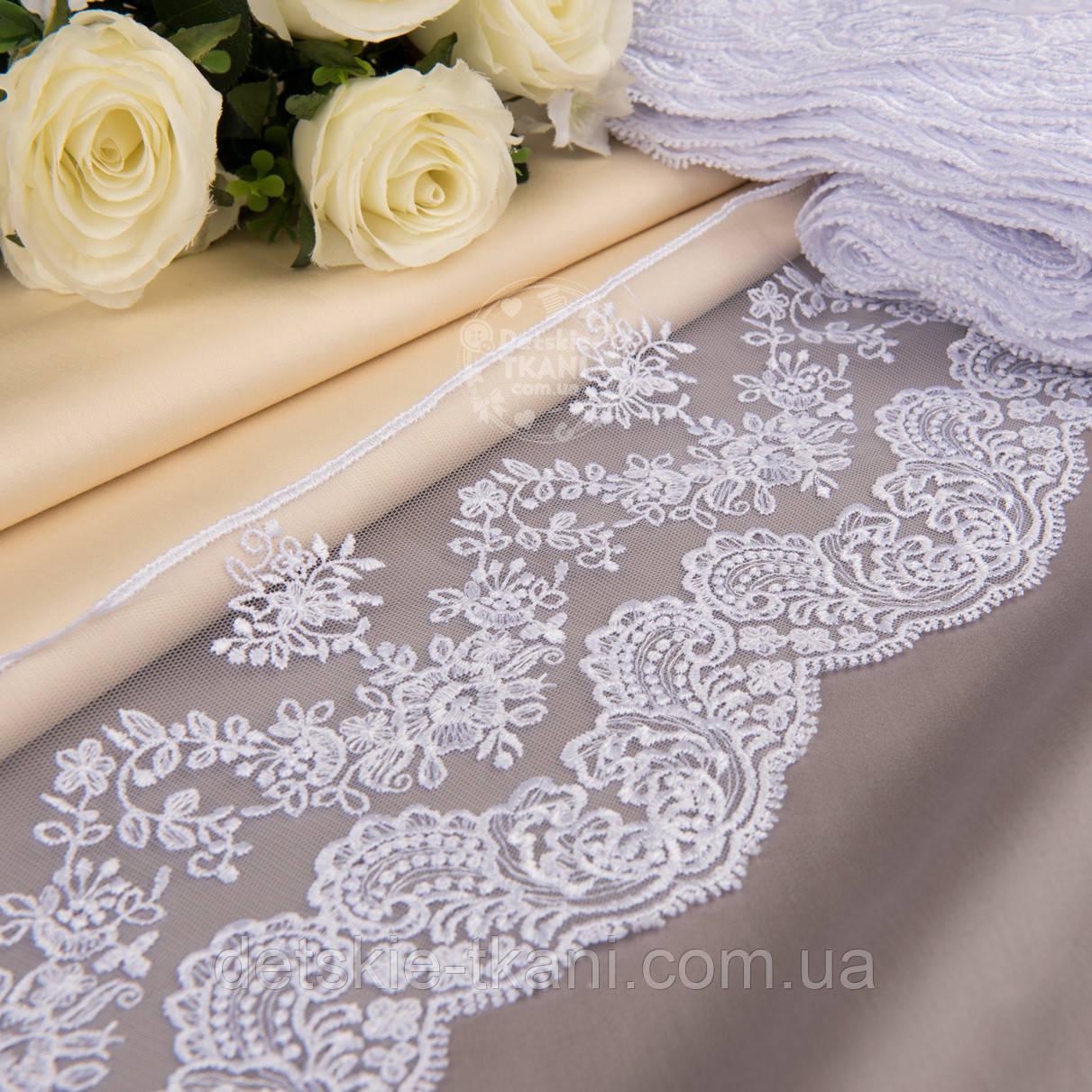 Кружево с вышивкой шёлковой нитью белого цвета, ширина 13 см.