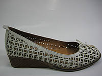 Кожаные женские туфли на танкетке, фото 1