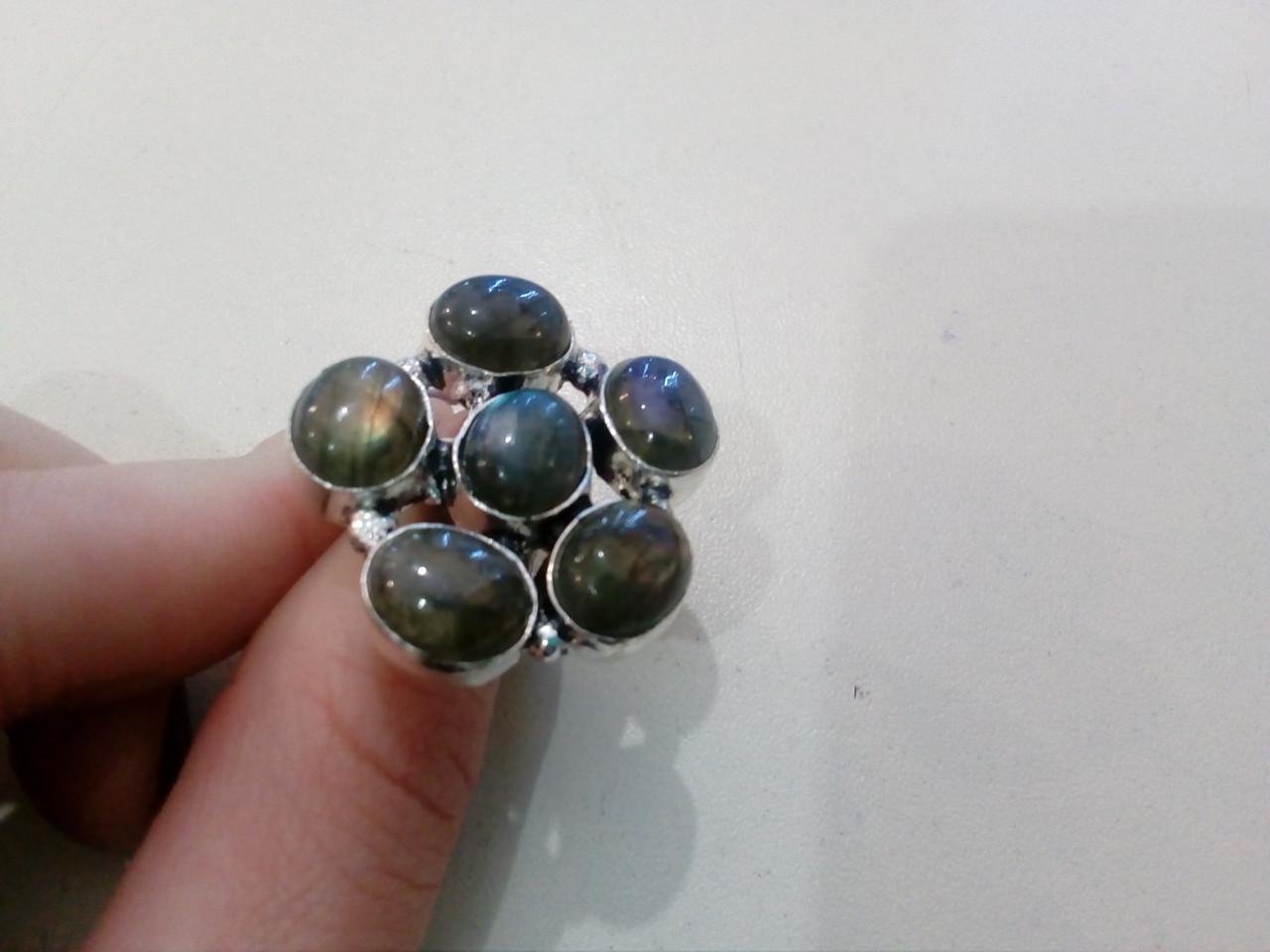 Яркое кольцо цветок с натуральным камнем лабрадор в серебре 17 размер. Кольцо с лабрадором.