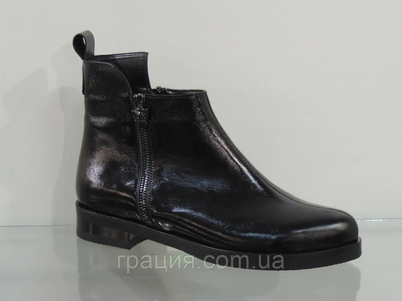 Модные женские лаковые  ботиночки на не большем каблуке