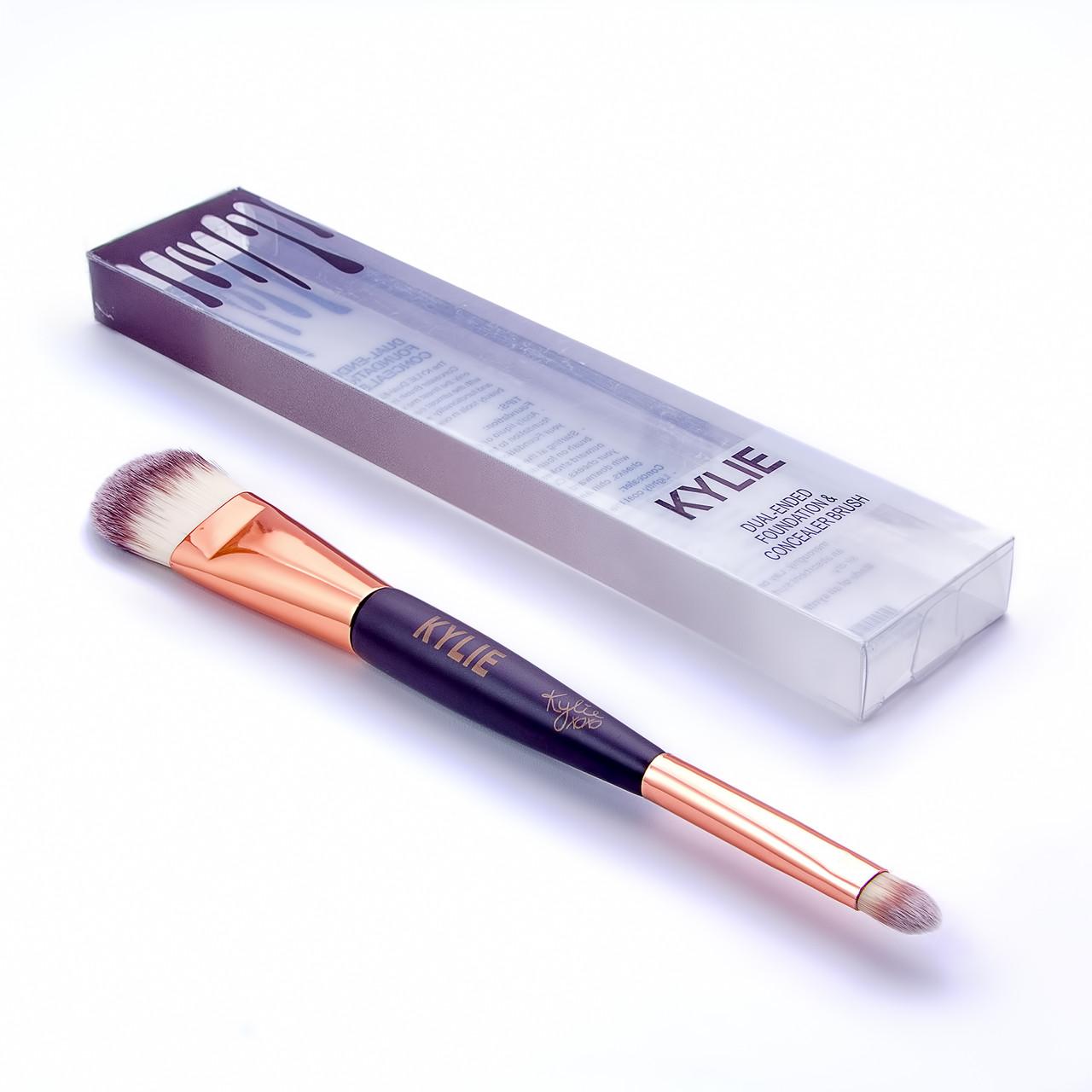 Двусторонняя кисть для макияжа Kylie Dual-ended Foundation & Concealer Brush