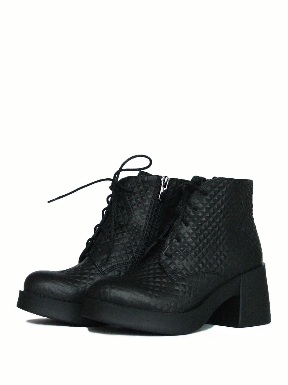 Стильные ботинки на толстом каблуке