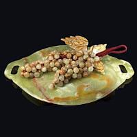 Гроздья винограда из натурального камня оникса