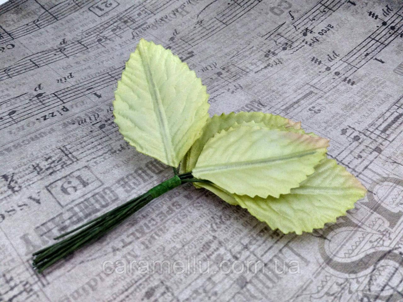 Листики из сатина. Цвет светло-зеленый.