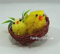 Пасхальный декор-2 цыплят в гнезде с зеленой веточкой, фото 1