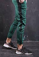 Мужские спортивные штаны зеленые с одной черной полоской зауженные молодежные S M L  Рокки