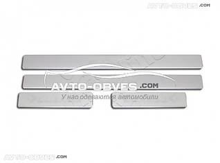 Накладки на боковые пороги Toyota Hilux 2006-2011 4 шт