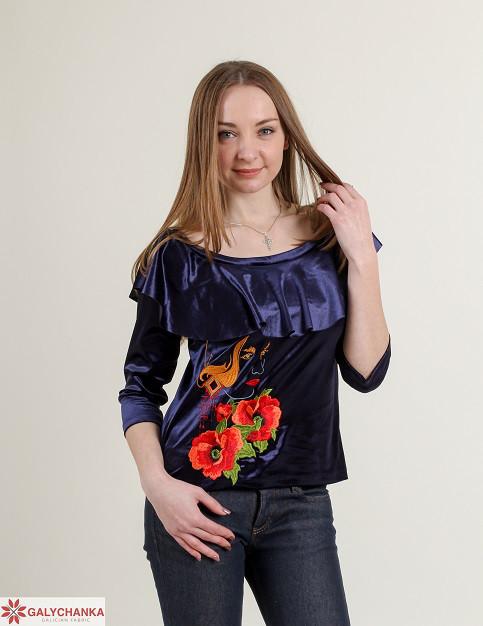 Модная бархатная блуза с воланами украшена вышивкой
