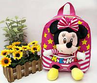 """Рюкзак с игрушкой детский для девочки """" Минни Маус """"  малинового цвета."""