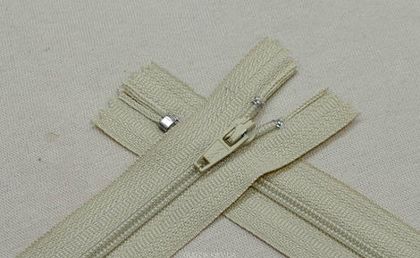 Брючная молния светло серо-бежевого цвета арт.14012-297, цена за упаковку (100шт.)