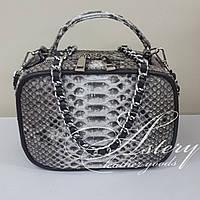 Женская серая сумочка STELLINA из питона на цепочке