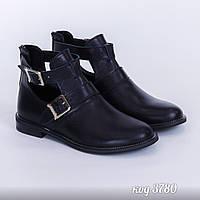 Ботинки из натуральной кожи на низком ходу с рабочими пряжками, не утеплены, сзади рабочая молния