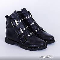 Черные ботинки из натуральной кожи с заклепками, на низком каблуке с рабочими ремешками, утеплены флисом