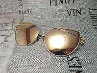 Солнцезащитные  очки цвет пудра в золотой оправе