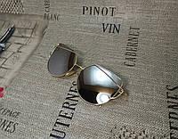 Солнцезащитные очки, цвет серый в золотистой оправе