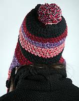 Шапка женская полосатая 818K001-4 (Черно-бордовый)