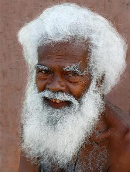 17 полезных правил по уходу за искусственными париками и бородами Деда Мороза