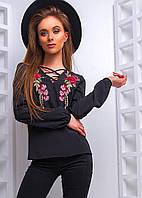 Женская блуза с вышивкой и шнуровкой на декольте