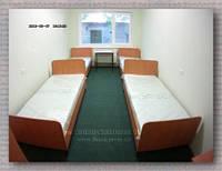 Кровать 1-но спальная на металлическом каркасе с боковой стенкой