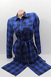 Платье-рубашка в клетку с удлиненной спиной оптом VSA темно-синий