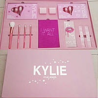 Набор косметики Kylie Jenner Take Me On Vacation Set