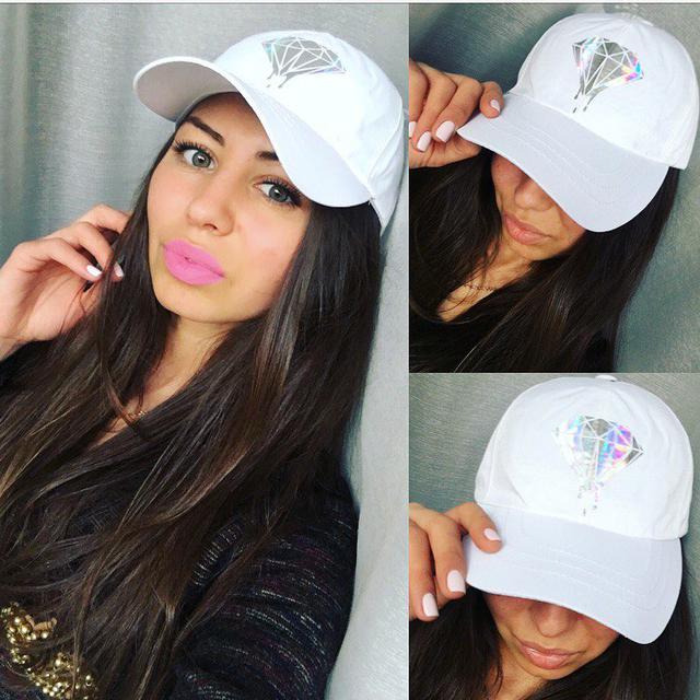 Стильные женские шапки и бейсболки