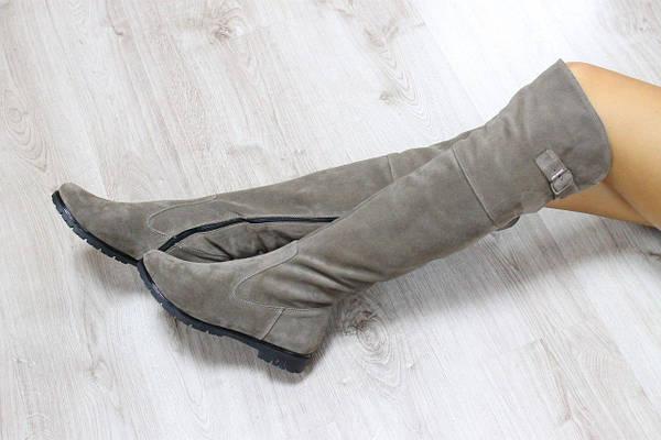 Зимние замшевые сапоги-ботфорты песочного цвета