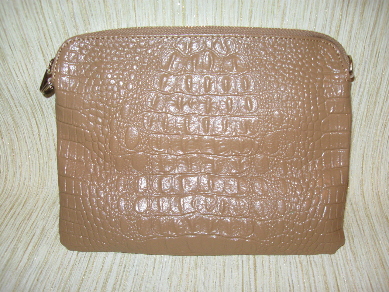 aeaeaec0b784 Клатч из натуральной кожи с тиснением бежевый - Интернет магазин женской и  детской одежды