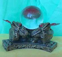 Статуэтка Жаба трехлапая (три жабы с шаром), высота 8 см.