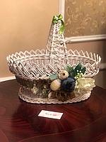 Декоративная пасхальная корзинка белого цвета