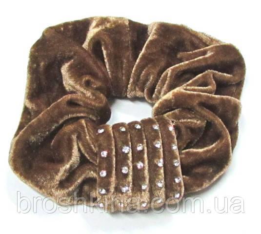 Велюровая резинка для волос со стразами d 13 см светло-коричневая