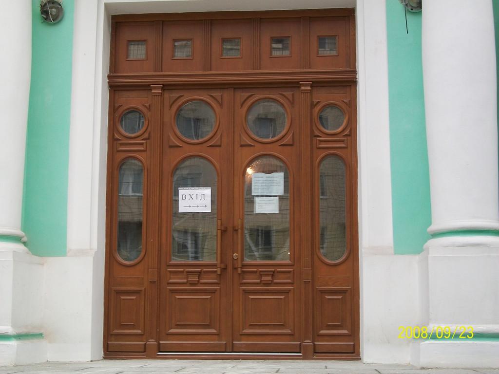 Деревянные евроокна ФРАМ в здании бывшего ЗАГС г. Житомир