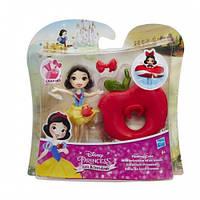 Маленькая кукла принцесса плавающая на круге Белоснежка (B8937)