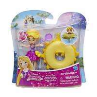 Маленькая кукла принцесса плавающая на круге Рапунцель (B8938)