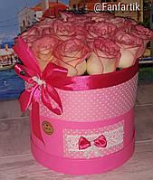 Букет из роз  в круглой розовой коробке