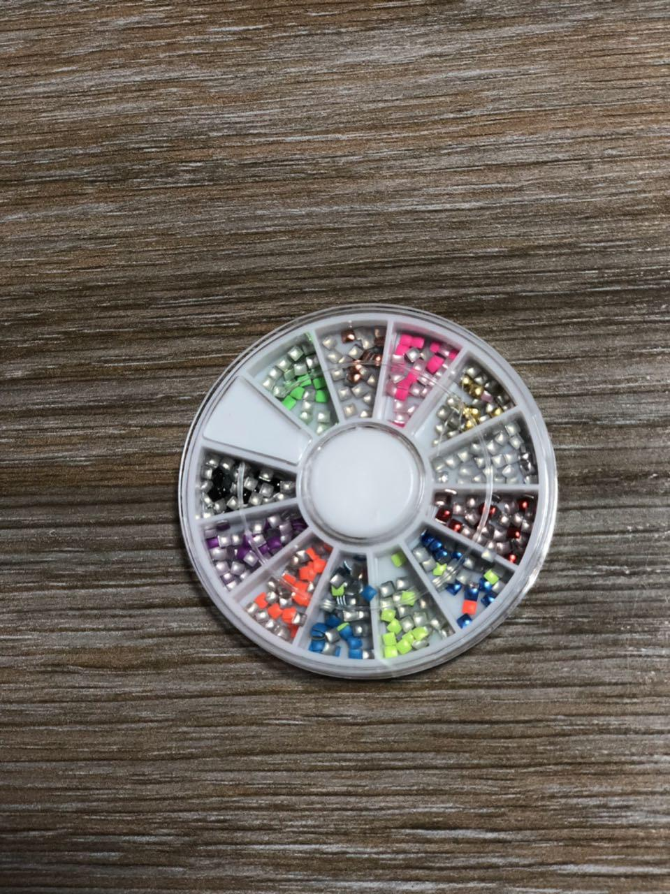 Металичиские украшения разноцветные в карусели