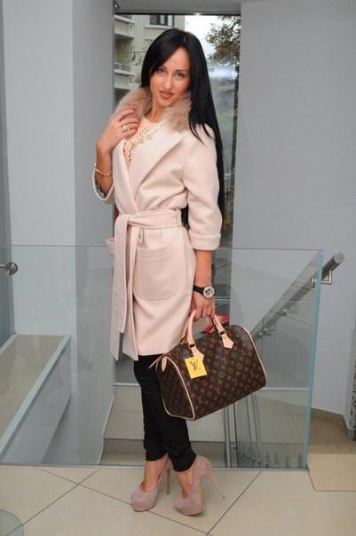 Женское пальто  Зима с натуральным мехом