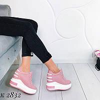 Женские кроссовки на платформе пудра и черные