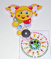 Магнитный стенд для крепления рисунка Капитошка-девочка