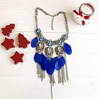 Колье серебристое Пташка с синими перьями и цепями со стразами