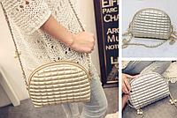 Женская сумка через плечо на цепочке с бусинками