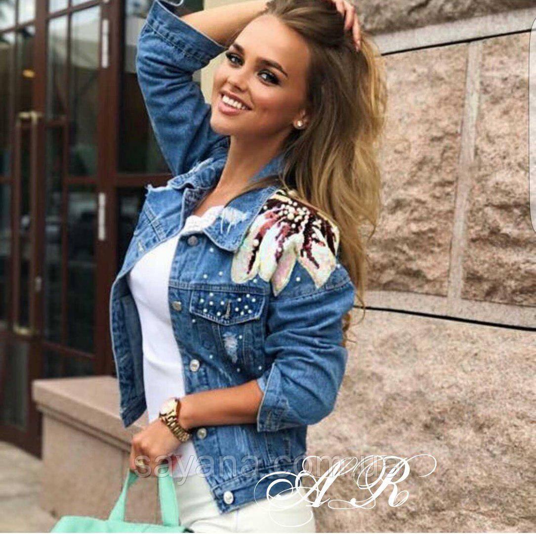 625feccbc4c Женская джинсовая куртка с нашивкой и заклепками
