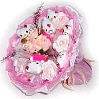 Букет из мягких игрушек Котики Хэллоу Китти 9 в малиновом